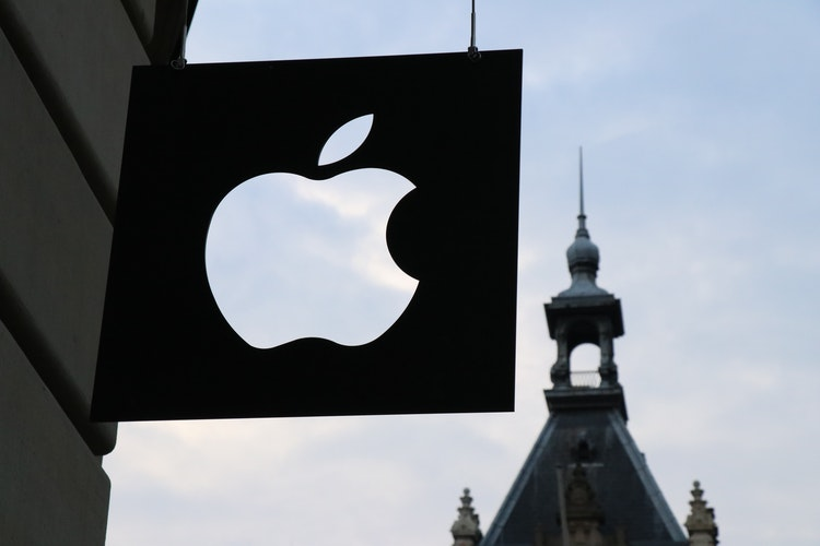 Siège d'Apple avec le logo suspendu