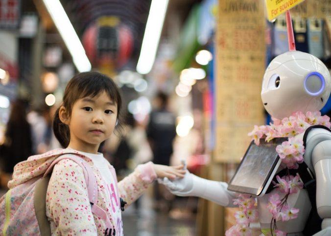 Petite fille saluant un robot