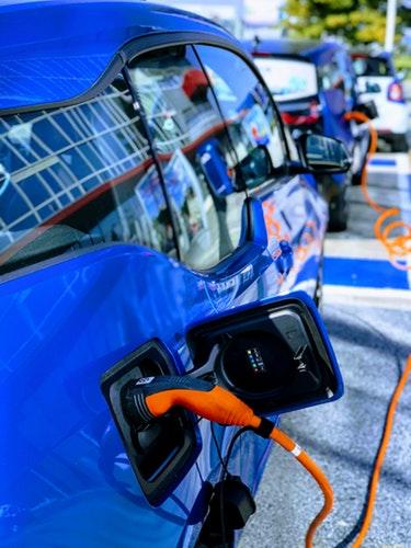 Les voitures électriques privilégiées par la loi d'orientation des mobilités