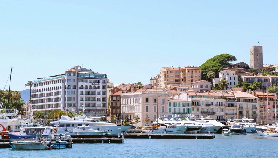 Des paquebots au large de Cannes