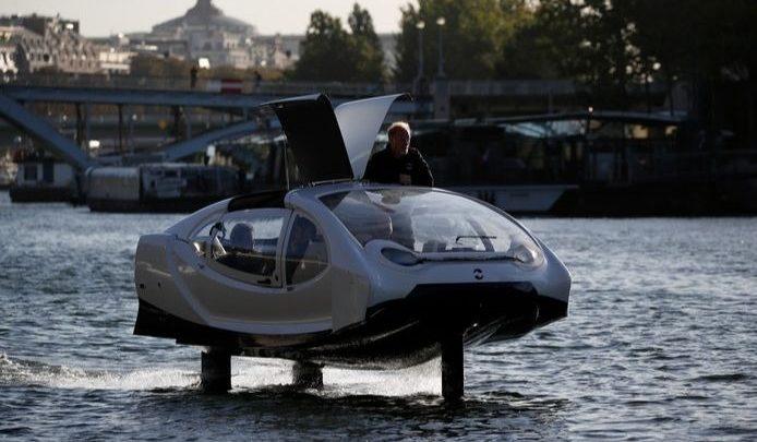 Un test du SeaBubbles sur la Seine en 2017