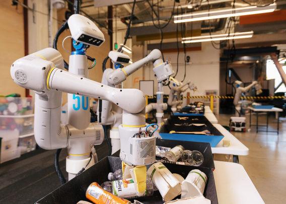 Un des robots trieurs de déchets de Google (image de Everyday Robots)