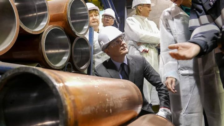 Le premier de l'Economie Bruno Le Maire dans une usine française en novembre 2019 (Photo : ministère de l'Economie).