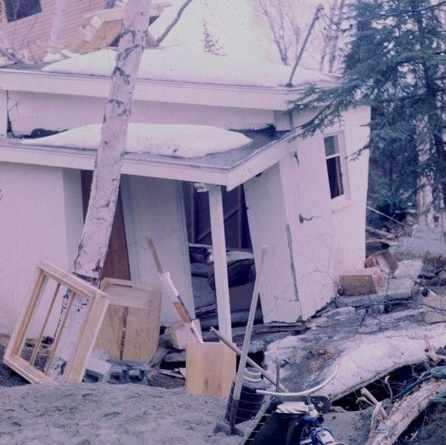 Dommages dus au séisme du Vendredi saint, Alaska en 1964.